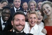 Exhibition selfie celebrities will be held in London's Saatchi Gallery