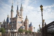 In Shanghai opened Disneyland