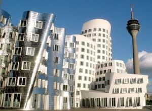Medienhafen - Gehrybauten, Rheinturm