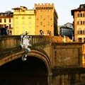 The authorities of Florence are struggling with selfies on city bridges